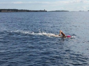 Amanzi_magazine_Carina_Bruwer_Swim_for_hope_13km_to_finish